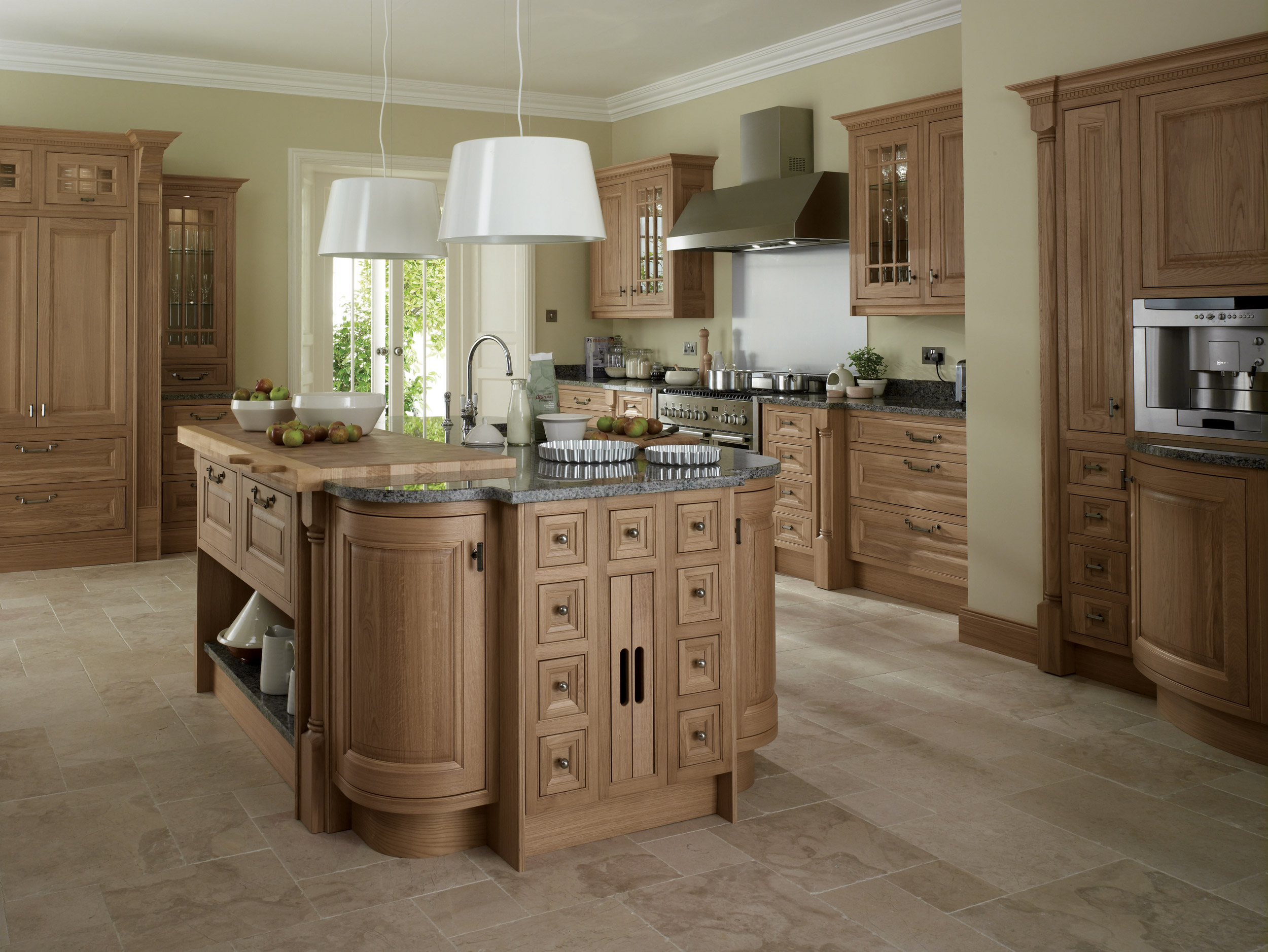 Astor oak from eaton kitchen designs wolverhampton for Oak kitchen ideas designs